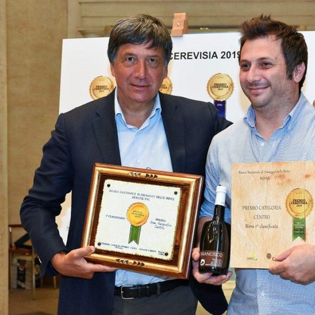 https://www.birrificiojester.it/wp-content/uploads/2019/10/20190625_Birra_Francisco_Jester_Premio_Cerevisia_2019-4-640x640.jpg